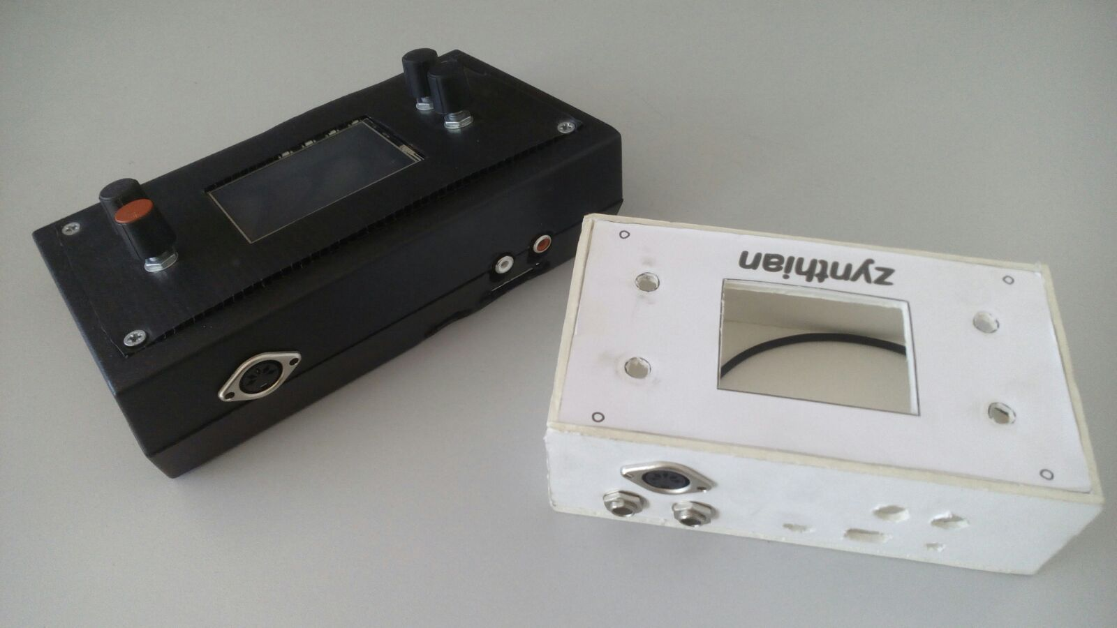 zynthian-prototypes-black&white